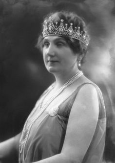 Charlotte, Marchioness of Huntly, wearing the Huntly Tiara, United Kingdom (diamonds). © National Portrait Gallery, London.