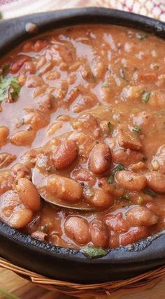 Frijoles Charros (Mexican Pinto Beans With Bacon and Chilies) Frijoles Charros (Mexikanische Pintobohnen mit Speck und Chilischoten) Chili Recipes, Soup Recipes, Cooking Recipes, Cooking Games, Recipies, Beans Recipes, Freezer Recipes, Freezer Cooking, Drink Recipes