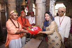 Ms. Debopriya receiving saropav from priests of Shree Eklingji temple at Swaranjali 2016 – The Guru Poornima Festival  More on the event: https://www.facebook.com/events/886578128135876/  More on artists: http://www.eternalmewarblog.com/swaranjali-2016-6-seasoned-artists-1-classic-ensemble/  #Swaranjali #Swaranjali2016 #GuruPurnima #GuruPoornima #Eklingji #ShreeEklingji #ShreeEklingjiTemple #IndianFestivals #Music #Devotion #EternalMewar #Mewar #Heritage #Udaipur #Rajasthan #India