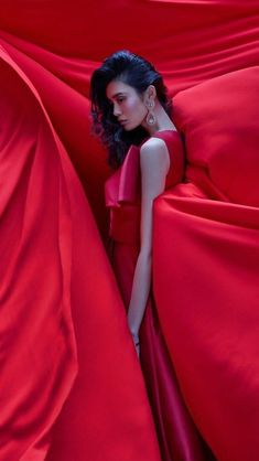 Ming Xi by Greg Swales///Harper's Bazaar Vietnam February 2019 Ming Xi, Fc B, Glamour, Lunar New, Beauty Hacks Video, Poses, Professional Women, Harpers Bazaar, Comfortable Outfits