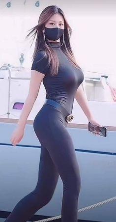 Beautiful Arab Women, Beautiful Girl Image, Beautiful Asian Girls, Curvy Girl Outfits, Sexy Outfits, Attractive Girls, Girls In Leggings, Cute Asian Girls, Curvy Women Fashion