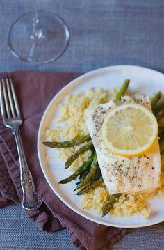 Foil-Baked Lemon-Garlic Fish and Asparagus via @pinkparsleyblog