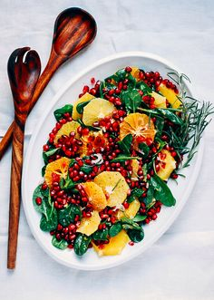 A festive orange, pomegranate, and spinach salad topped with a creamy orange-infused buttermilk dressing.and more salad recipes! Healthy Salads, Healthy Eating, Healthy Recipes, Healthy Food, Healthy Dishes, Simple Recipes, Vegetarian Recipes, Salad Bar, Soup And Salad