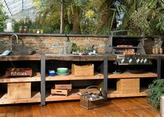 Küchen-Line. XXL-Variante mit Rückwand und Steinverblendung. ©DIE OutdoorKüche