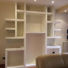 struttura armadio a muro in cartongesso Drywall, Home Furniture, Shelves, Hobby, Living Room, Biscotti, Closets, Inspiration, Studio