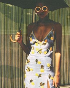 Juliana Salazar wears sunny Altuzarra on a rainy day Beauty And More, Fashion Moda, Womens Fashion, Unique Fashion, Summer Outfits, Cute Outfits, Girl Haircuts, Girls Life, Mellow Yellow