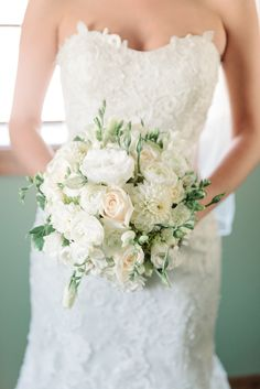 Pretty White Bouquet with just a hint of pale peach. See the wedding on #smp here: http://www.StyleMePretty.com/tri-state-weddings/2014/04/17/new-jersey-barn-wedding-full-of-elegance/ Photography: Michelle Lange - www.loveandbemarried.com