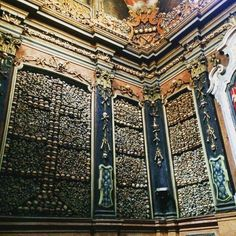 Skulls. Skulls everywhere. #skull #skulls #sanbernardino #sanbernardinoalleossa #skeleton #skeletons #milan #milano #milanocity #milanodavedere #italy #missori by mariomanca89