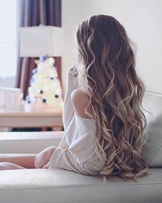 Hair obsessedddd. Beautiful locks and gorgeous legnth! This would be beautiful for a wedding.