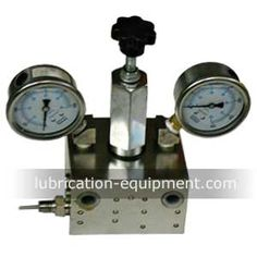 Product: DR4-5 Auto Lubrication Directional Valve Products Advantage: 1. Auto control, directional switching valve 2. Presetting pressure from 0~20Mpa, easily adjustment 3.Reliable operation and pressure control, wild pressure adjustment Applicable: DRB-P; HB-P(L); DRB-L    Auto lubrication directional valve DR4 series is used for the electric terminal type centralized lubrication system, the lubrication pump transfers the lubricant to