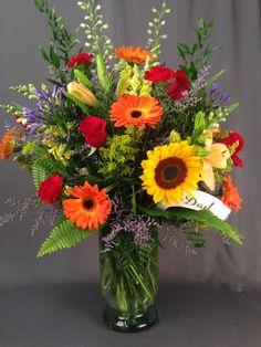 Basket Flower Arrangements, Altar Flowers, Silk Arrangements, Beautiful Flower Arrangements, Glass Flowers, Fresh Flowers, Flower Vases, Beautiful Flowers, Birthday Background Images