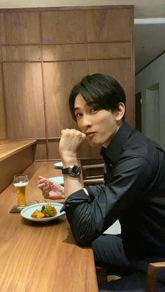 One Ok Rock, Asian Men, Asian Guys, Japanese Boy, Cute Guys, Crushes, Poses, Actors, Magazines