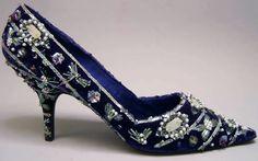 Roger Vivier - Escarpins de Soirée - Velours Bleu Nuit et Broderies de Perles - 1958