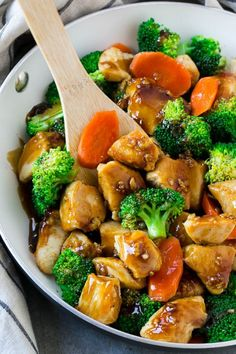 This honey garlic chicken stir fry recipe is full of chicken and veggies, all coated in the easiest sweet and savory sauce.