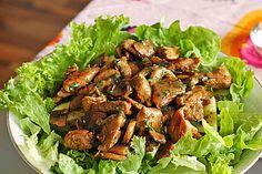 Gemischter Salat mit warmen Champignons und Honig-Senf-Vinaigrette