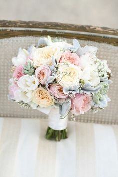blumensträuße mit wunderschönen blumen dekoration deko mit blumen in pastellfarben