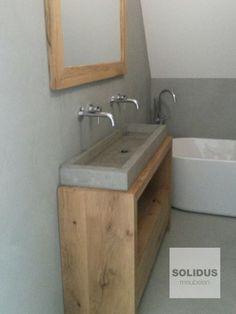 Maatwerk badmeubel eikenhout en beton