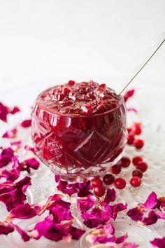 Topika: Dżem z czerwonej borówki z płatkami róży