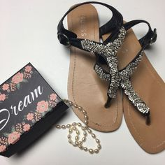 Guess Embellished Flats Crystal Flip Flops 💋 Pre-owned in good condition, with wear at the bottoms. These are perfect for summer! They are very pretty in person. 💗 Guess Shoes Sandals