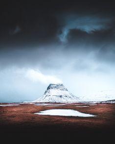 Fantastic Photographs of Nordic Landscapes  Le terrain de jeu principal de Charles Lopez, photographe français autodidacte, c'est les grands espaces où reliefs, littoraux, ombres et lumières convergent à offrir des paysages saisissants: Canada, Laponie, Icelande ou encore les Alpes suisses. Il explique que c'est en fait le voyage qui l'a conduit à la pratique de la photographie dans un premier temps, un travail qu'il partage aujourd'hui sous le nom de Vagabond Diary.