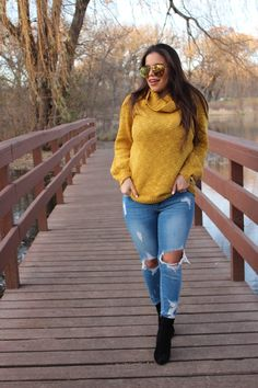 sweater mostaza cut out jeans fall outfit OOTD perfect fall outfit steve  madden booties quay australia sunglasses indio by alejandra avila  tufashionpetite 158fc171e