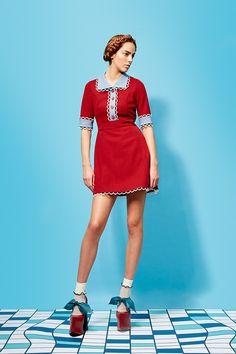 Decorating With Coat Racks And Vintage Clothing - Popular Vintage Fashion Poses, 80s Fashion, Korean Fashion, Runway Fashion, Vintage Fashion, Fashion Art, Female Fashion, Fashion Editorials, French Fashion