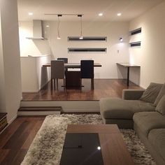 Lounge,ウォールナット,ダウンフロアー,ボーコンセプト,モダン インテリア,可動式テーブル,コーヒーテーブル,コーナーソファ,シャギーラグ sakiの部屋