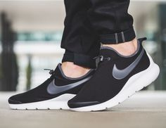 On-Feet Shots Of The Nike Aptare Essential