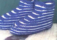 High Top Striped Slippers - New Version Easy Crochet Slippers, Crochet Slipper Pattern, Crochet Gloves, Crochet Patterns, Crochet Cardigan, Crochet Ideas, Knitting Patterns, Striped Slippers, Men's Slippers