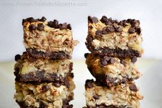EyyyYOOO Chocolate Crust - Bananan Oats - Chocolate Chips. Layered. Tower. Layer of protein treat...  125 calories, 6.4g protein, 12g carbs, 6.5g fat, 2.2g sugar, 2.4g fiber