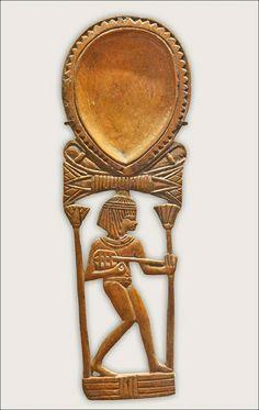 Cuiller ornée d'une joueuse de luth  Egypt