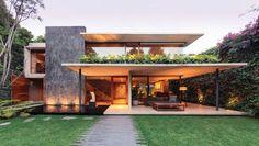 2-casa-contemporanea-concreto-e-plantas-iluminação #fachadasmodernassobrado