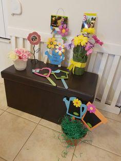 Parts of the decoration for Masha and the bear to be placed around the table. Partes que fueron usadas en la decoración de Masha y El Oso alrededor de la mesa