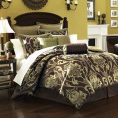 Classically clean, the Lenox Rutledge Bedding Collection is a w...