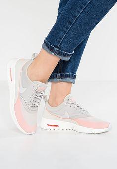 Perfekte Schuhe für Frauen, die es lässig und sportlich mögen. Nike Sportswear AIR MAX THEA ULTRA - Sneaker low - light iron ore/light bone/atomic pink für 107,95 € (30.03.17) versandkostenfrei bei Zalando bestellen.