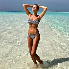 Roman TV host Alessia Marcuzzi Bikini Babes, Bikini Tops, Bikinis, Swimwear, Roman, Tv, Fashion, Bathing Suits, Moda