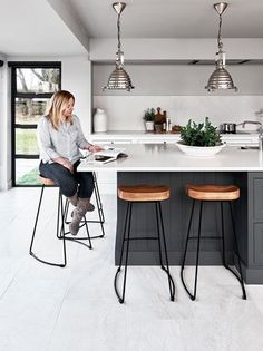 41 Cool Modern Kitchen Remodeling Ideas For Small Kitchen ~ Ideas for House Renovations Kitchen Family Rooms, Home Decor Kitchen, Kitchen Living, Kitchen Interior, Kitchen Ideas, Kitchen Layout, Kitchen Inspiration, Living Rooms, Coastal Interior