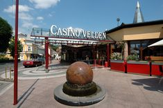 Mediterranean style, sports and premier events in Velden - visit the casino Velden, directly located at the Lake Wörth - http://www.casino-urlaub.at/velden.en.htm