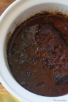 Slow Cooker Brisket with Red Wine and Onions - The Little Ferraro Kitchen Slow Cooker Brisket, Crock Pot Slow Cooker, Slow Cooker Recipes, Meat Recipes, Crockpot Recipes, Cooking Recipes, Supper Recipes, Lunch Recipes, Delicious Recipes