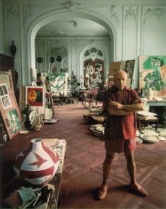 "Pablo Picasso, Cannes ""Who sees the human face correctly: the photographer, the mirror, or the painter? "" (Picasso) one hell of a studio ! Pablo Picasso, Kunst Picasso, Art Picasso, Picasso Drawing, Picasso Paintings, Oil Paintings, Famous Artists, Great Artists, Environmental Portraits"