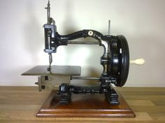 ❤✄◡ً✄❤ 1st class lockstitch sewing machine from the 1870's! Superb structure it looks fantastic!!