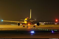 Boeing 757-236(SF) aircraft picture