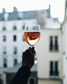 257 отметок «Нравится», 96 комментариев — Anisya (@avanthunt) в Instagram: «Sunday morning rosé. Bonjour Paris! . . . . #avanthunt #passionpassport #paris #topparisphoto #rose…»