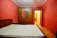 Предлагаем для долгосрочной аренды в Ставрополе  3 - комнатная квартира по адресу Доваторцев 67/2, 24 школа , ремонт современный,кухонный гарнитур, 2-х спальная кровать, мягкая мебель, обще�Предлагаем для долгосрочной аренды в Ставрополе  3 - комнатная квартира по адресу Доваторцев 67/2, 24 школа , ремонт современный,кухонный гарнитур, 2-х спальная кровать, мягкая мебель, общей площадью 68.2 кв.м, дом Панель, Центральное отопление, Электро-плита, наличие бытовой техники - стиральная…