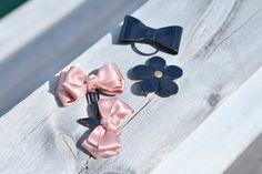 Poeder roze satijn en glanzend zwart lederen haar door nhlcards