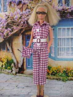 Gingham Girl. Zelfgemaakte Barbie kleding te koop via Marktplaats bij de advertenties van Nala fashion. Homemade Barbie doll clothes (OOAK) for sale through Marktplaats.nl