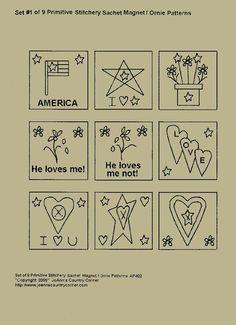 Set di 9 Primitive Ornie, magnete piazze, primitive Stitchery E-Pattern, Americana, egli ama me, ama me non, cuori, stelle.