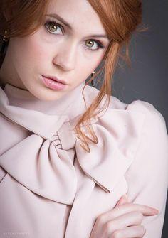 Karen Gillan as Danica Helena Thorne Archer. Ennas Chiefaints del Tuath di Erellont. Forma Animale: un lupo nero.