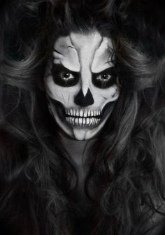 untote frau- skelett-gruseliges make-up-halloween bilder