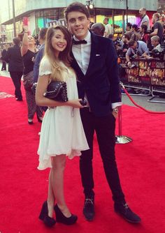 Zoe Sugg and Alfie Deyes at One Direction Premiere. I love Zalfie so much! British Youtubers, Best Youtubers, Pointless Blog, Bae, Marcus Butler, Zoe Sugg, Caspar Lee, Tyler Oakley, Connor Franta